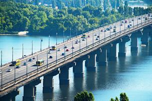 Paton bridge. Kyiv, Ukraineの写真素材 [FYI00774730]
