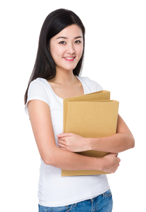 Woman hold with file documentの写真素材 [FYI00774881]