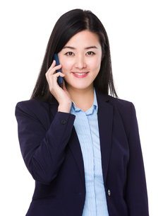 Young businesswoman chat on the phoneの写真素材 [FYI00774970]