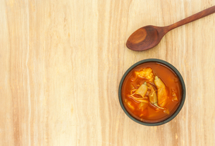 Spicy sour soup vegetable on wooden backgroundの写真素材 [FYI00775177]