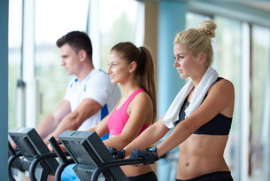 friends  exercising on a treadmill at the bright modern gymの写真素材 [FYI00775269]