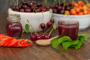 boil cherry jamの写真素材 [FYI00775341]