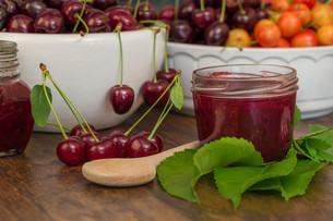 boil cherry jamの写真素材 [FYI00775351]