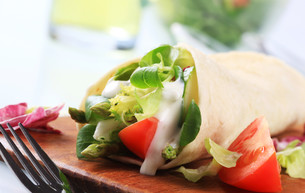 Vegetarian wrap sandwichの写真素材 [FYI00775407]