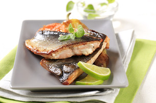 Pan fried trout filletsの写真素材 [FYI00775421]