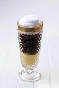 Liqueur coffee with whipped creamの素材 [FYI00775450]