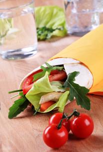Wrap sandwichの写真素材 [FYI00775568]