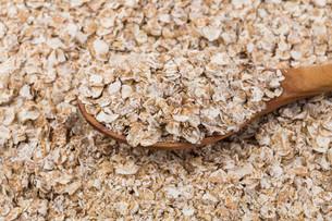 Whole grain, rolled oatsの写真素材 [FYI00776274]