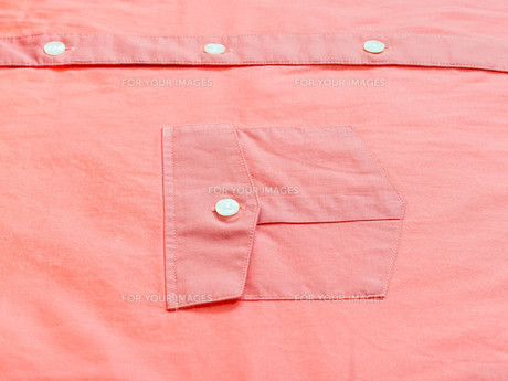 buttoned pocket of red shirtの素材 [FYI00776351]