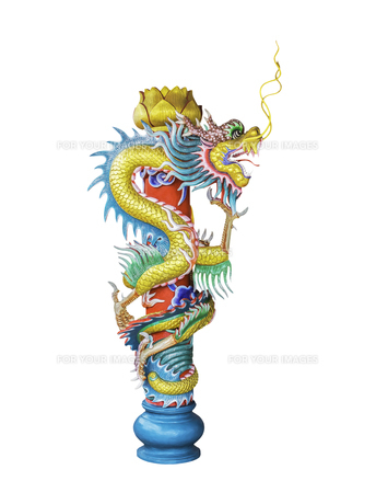 Ancient chinese dragon statue isolatedの写真素材 [FYI00776577]