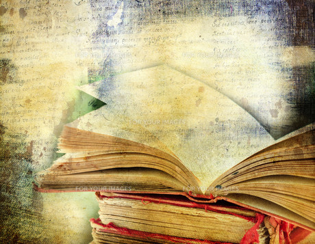Vintage background with old books. Back to school conceptの素材 [FYI00776586]