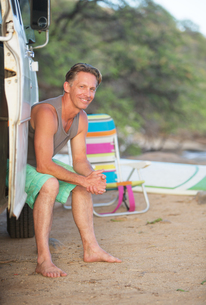 Adult Surfer at Beachの写真素材 [FYI00777085]