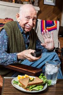 Elderly Man with Sandwichの写真素材 [FYI00777113]