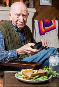 Older Gentleman with Sandwichの写真素材 [FYI00777156]