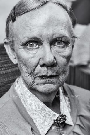 Single Old Ladyの写真素材 [FYI00777173]