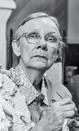 Scared Woman with Crochetの写真素材 [FYI00777180]