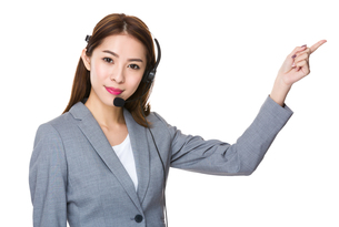 Customer service assistant with finger pointing upの素材 [FYI00777187]