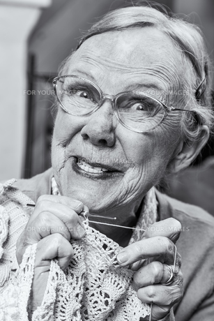 Silly Old Lady with Crochetの写真素材 [FYI00777192]