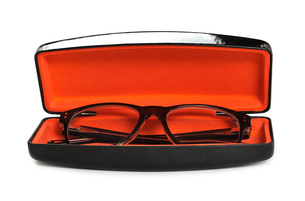 Eyeglasses in case on a white backgroundの写真素材 [FYI00777246]