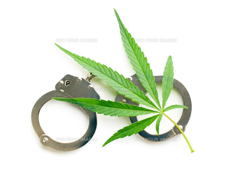 cannabis leaf and handcuffsの写真素材 [FYI00777380]