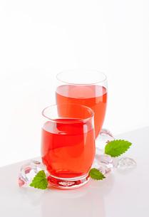 fruit flavored drinksの写真素材 [FYI00777590]