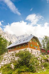 Aljaz Lodge in the Vrata Valley, Slovenia.の写真素材 [FYI00777601]