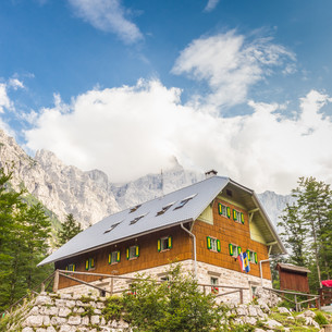Aljaz Lodge in the Vrata Valley, Slovenia.の写真素材 [FYI00777615]