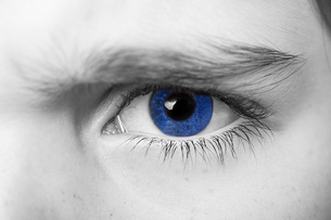 insightful look blue eyes boyの写真素材 [FYI00777786]
