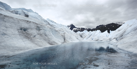 Lake in the Mendenhall Glacier, Alaskaの素材 [FYI00777956]