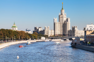 Embankments, Moskva River and tower in Moscowの写真素材 [FYI00778165]