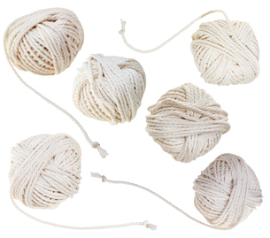set of white balls of cotton ropes isolatedの写真素材 [FYI00778199]