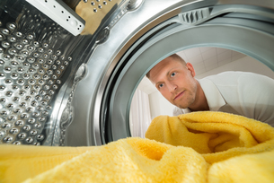 Man With Towel View From Inside The Washing Machineの写真素材 [FYI00778478]