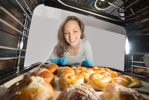 Woman Removing Bun View From Inside The Ovenの写真素材 [FYI00778618]