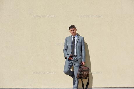 senior  businessman outdoorsの写真素材 [FYI00779022]