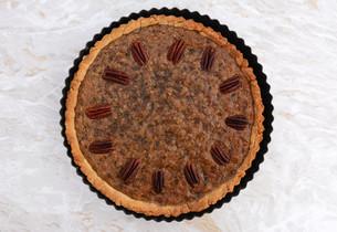 Pecan pie fresh from the ovenの写真素材 [FYI00779176]