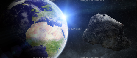 Asteroids threat over planet earthの写真素材 [FYI00779333]