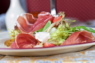cheese and bacon saladの写真素材 [FYI00779854]