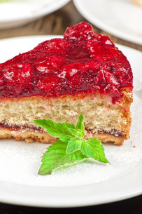 cake with berry&#39 sの写真素材 [FYI00779866]
