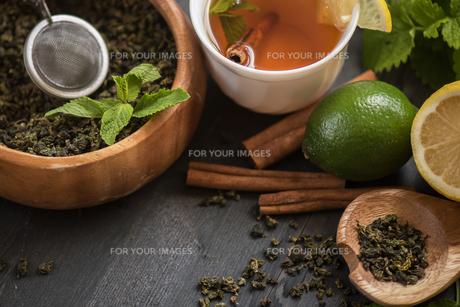 berries  teaの写真素材 [FYI00779868]