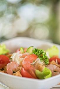 shrimp vegetable saladの写真素材 [FYI00779883]