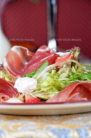 cheese and bacon saladの写真素材 [FYI00779889]