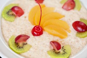 Tasty oatmealの写真素材 [FYI00779897]