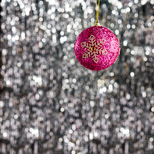 Pink christmas bauble ornamentの素材 [FYI00779992]