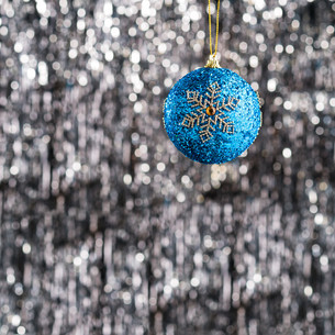 Blue christmas bauble ornamentの素材 [FYI00780021]