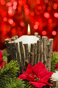 Candles in autumn winter decorationの素材 [FYI00780046]