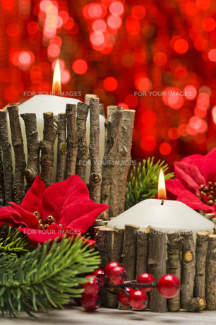 Candles in autumn winter decorationの素材 [FYI00780053]