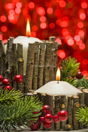 Candles in autumn winter decorationの素材 [FYI00780057]