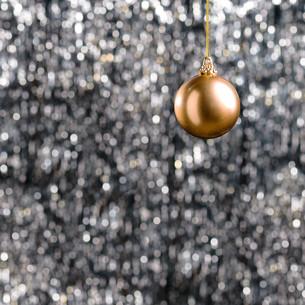 Bronze Christmas baubleの素材 [FYI00780060]