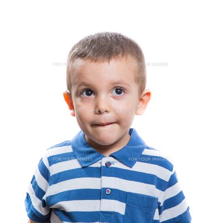 Dubious little boyの素材 [FYI00780188]