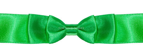 double bow knot on green satin ribbon close upの素材 [FYI00780339]